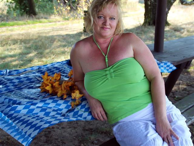 Suchst Du eine fette Frau zum bumsen?